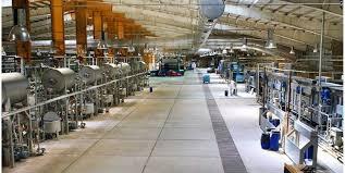 کارخانه «سبلان پارچه اردبیل» بعد از ۱۴ سال کارکنانش را در آغوش میگیرد