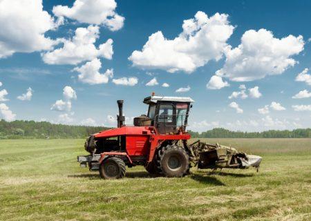 کشاورزی به شیوه صد سال پیش؛ قیمت تراکتور در بازار سیاه ۲ برابر نرخ سهمیهای!