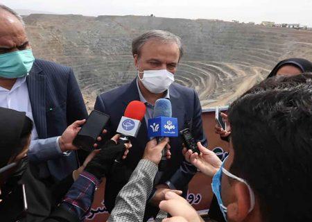 بیش از ۵۰۰۰ پهنه معدنی حبس شده تا پایان سال آزاد می شود/ خامفروشی در فولاد وجود ندارد