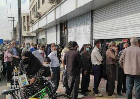 صف مردم برای خرید روغن نباتی جامد در تبریز/ روغن داریم حلب نداریم