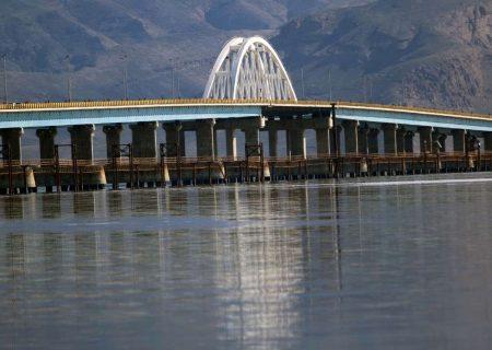 آب دریاچه ارومیه بیش از ۲ میلیارد مترمکعب کاهش یافت