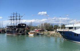 اختصاصی یاز اکو/ کشتی های تفریحی ترکیه در رودخانه ماناوگات آنتالیا