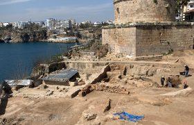 اختصاصی یاز اکو/ادامه کاوش های باستان شناسی در قلعه تاریخی آنتالیا