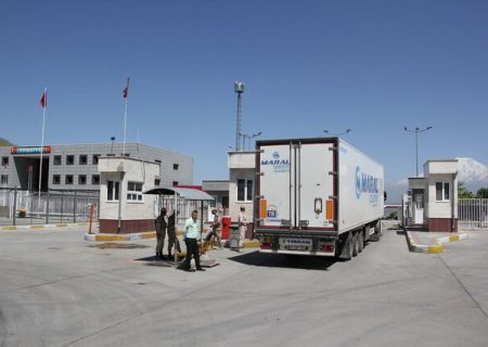 صادرات بیش از ۲.۹ میلیارد دلاری کالا از گمرکات آذربایجان غربی