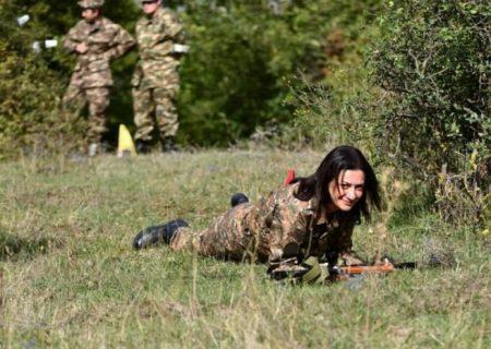 خانوادههای نظامیان کشته شدهی ارمنی از دیدار با آنا هاکوبیان خودداری کردند