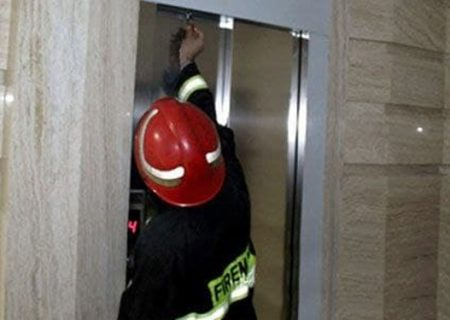 گرفتار شدن ۱۰۰ شهروند تبریزی در داخل آسانسور به علت قطعی های بی برنامه برق!