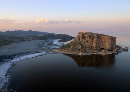 دریاچه ارومیه ۱۶۴ کیلومترمربع کوچکتر شد