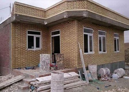 خانههای آسیبدیده از زلزله میانه و سراب تا پایان تیرماه تکمیل میشود