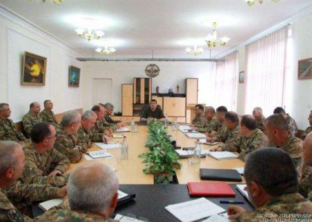 رهبر جدایی طلب قرهباغ در جلسه با فرماندهان از ایجاد ارتش حرفهای سخن گفت