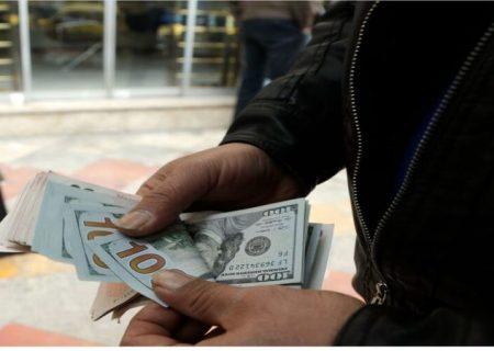 شروط کاهش نرخ ارز/ کاهش دستوری نرخ ارز راه به جایی نمیبرد