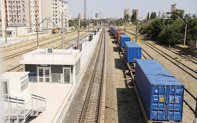 اولین قطار باری از طریق کریدور شمال-جنوب وارد جمهوری آذربایجان شد