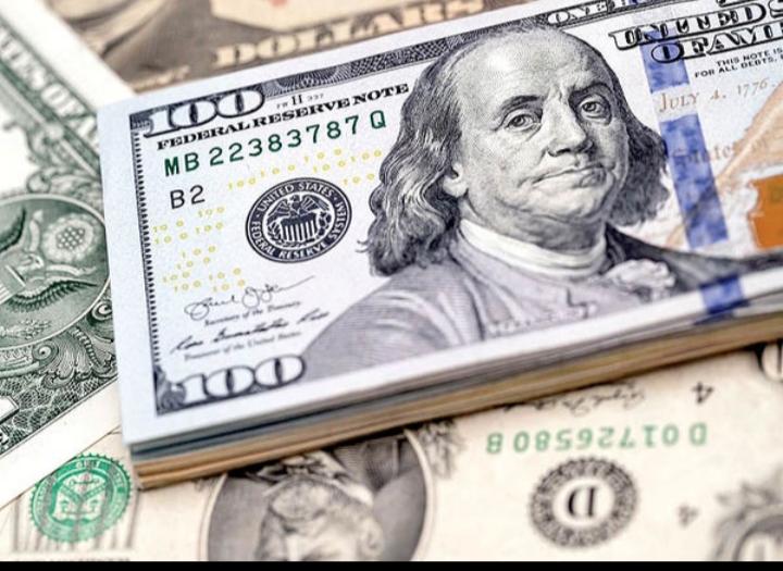 دلار نسبتا ثابت ماند