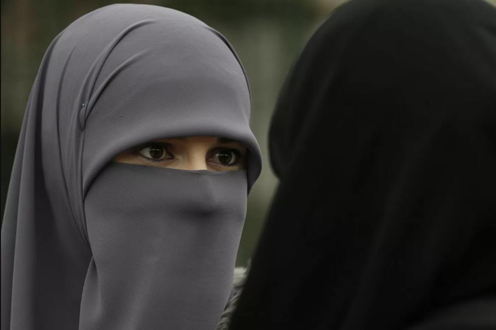ازبکستان ممنوعیت حجاب را لغو می کند؛ میرضیائف قانون را امضا می کند