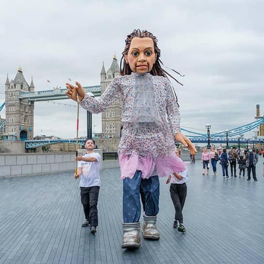 """عروسک ۳.۵متری """"امل کوچک"""" روایتگر درد کودکان پناهنده"""