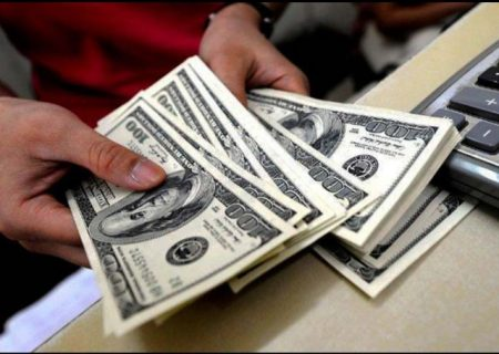 دلار پایین کشید، یورو بالا رفت