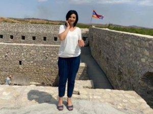از استپاناکرت(خانکندی) که خارج می شوید، دیوانه می شوید. پرچم آذربایجان همه جا هست
