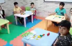 کودک نابغه زنجانی مسلط به ۲ زبان که ۲۵ شاگرد دارد