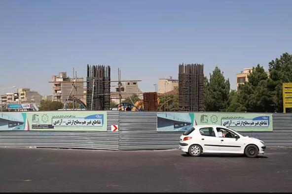 شریان اصلی شهر تبریز پشت چراغ قرمز اعتبار/ پل ارتش به بنبست رسید
