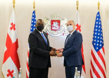 گرجستان و ایالات متحده توافقنامه همکاری دفاعی را امضا کردند